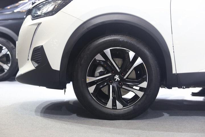 Peugeot 2008 ra mắt thị trường Việt Nam giá từ 739 triệu 16